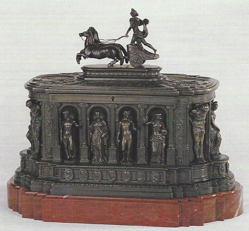 ce8916203655e In diesem Monat präsentiert die Schell Collection eine Kassette aus Bronze  mit Darstellungen von antiken Gottheiten und mythischen Wesen.